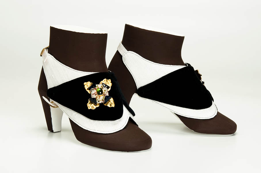 gioielli da scarpa nr 8 pezzo unico cartapesta velluto gian luca bartellone bodyfurnitures presentato a milano
