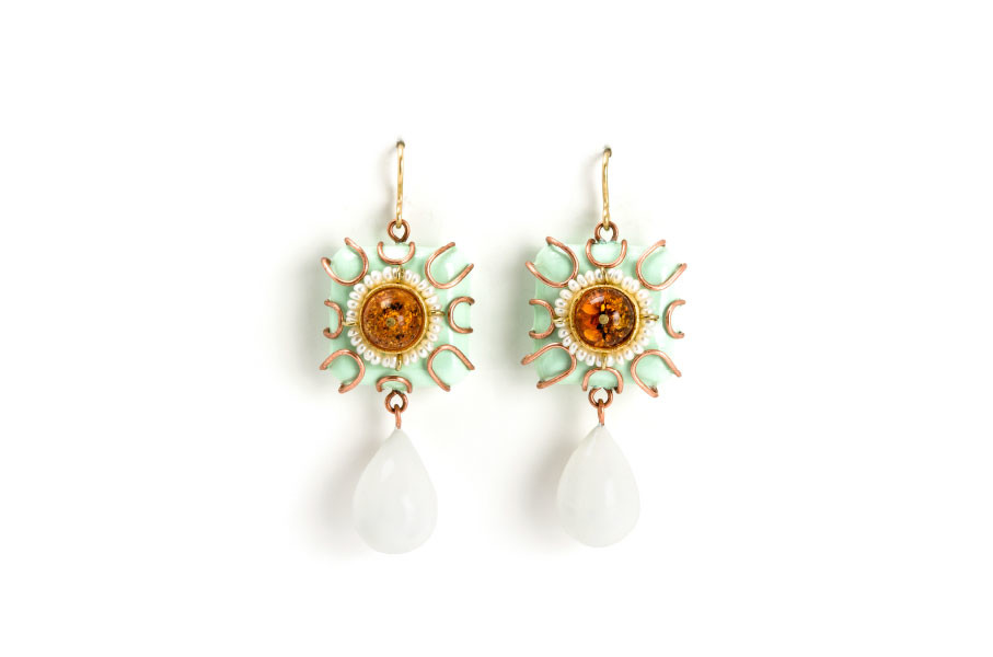 Earrings Retis: one-of-a-kind-jewelry from Italy made from gold, copper, amber, pearls, paper by jeweler artist Gian Luca Bartellone, Bodyfurnitures