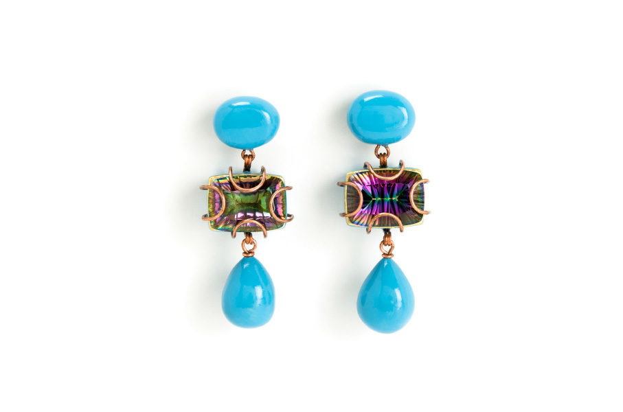 Earrings summa 2016. Light blue colored one-of-a-kind-jewelry made of mystic quarz, gold, papiermache by Gian Luca Bartellone, Bodyfurnitures Italy, Südtirol.
