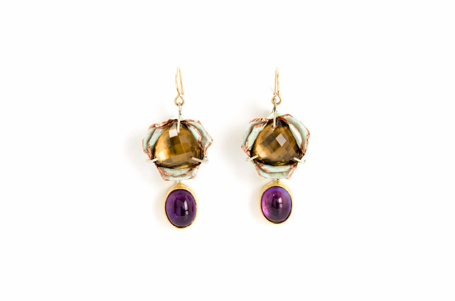 Earrings Tulgo 2018: Contemporary author jewelry made of gold 18kt, smoky quartz, amethysts, paper, gold leaf 22kt by artist Gian Luca Bartellone, Italy