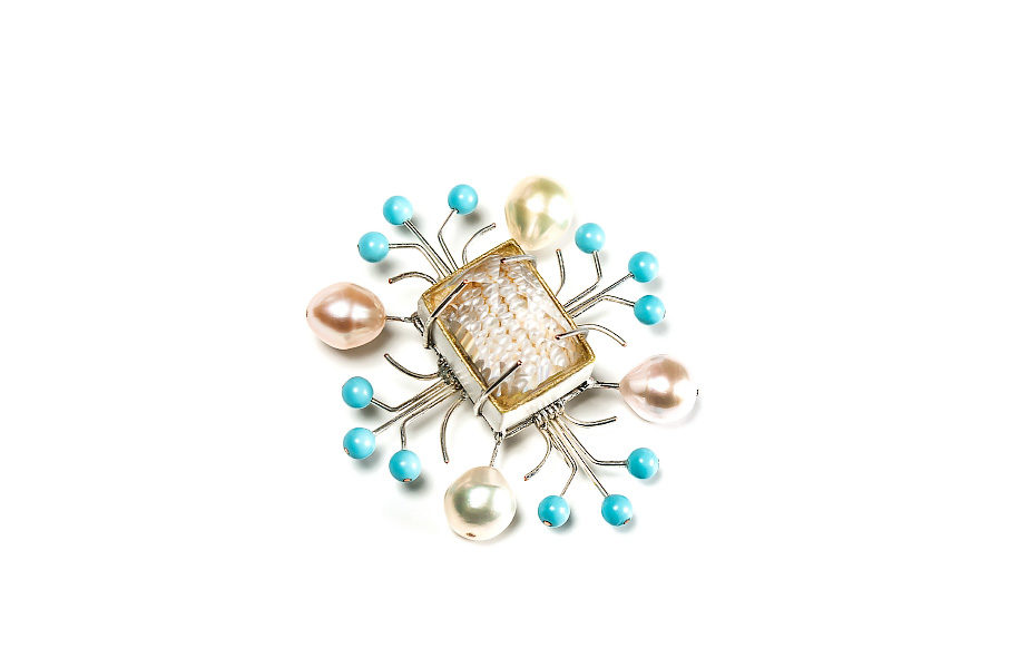Contemporary jewelry: Brooch Artis, 2018, made of silver, peals, rock crystal, papier-mâché and gold leaf. One-of-a-kind jewelry from Italy by Gian Luca Bartellone.