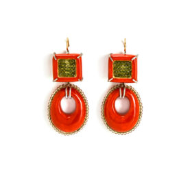 Red earrings Aspra. One-of-a-kind-jewelry made of gold 750, silver 925, green peridots, papier-mâché. Italian artist Gian Luca Bartellone, Bodyfurnitures.