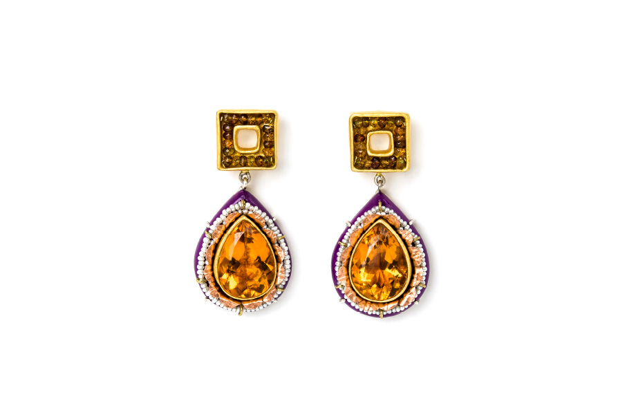 Luxury one-of-a-kind jewelry from Italy: Earrings Pavor 2020. Materials: gold, citrines, tourmalines, pearls. Gian Luca Bartellone, Bodyfurnitures.