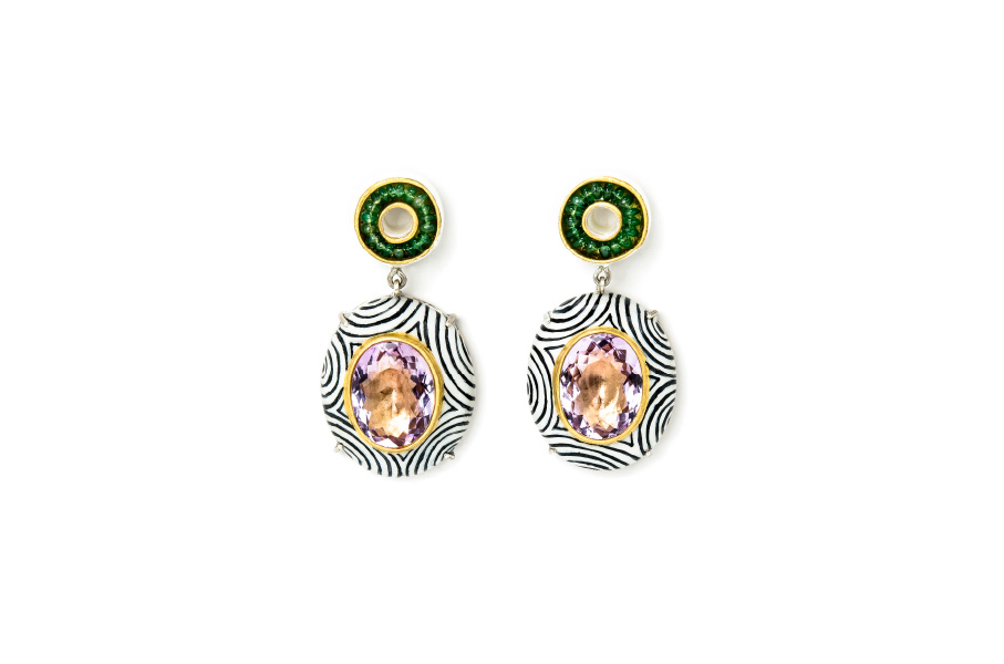 Earrings with optical pattern design. Contemporary jewelry: Earrings Audeo, 2020, made of papier-mâché, gold 18kt, silver, amethysts, emeralds, gold leaf 22kt. Handmade one-of-a-kind-jewelry by Gian Luca Bartellone, Bodyfurnitures, Italy. Optical illusion.