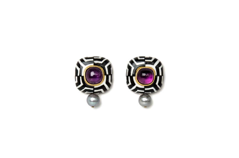 Contemporary author jewelry with black und white optical effect: Earrings Hypno 2. Materials: gold, silver, amethysts, pearls. Gian Luca Bartellone, Bodyfurnitures, Italy.