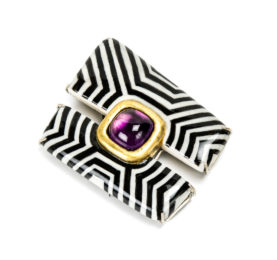 Contemporary jewelry: Brooch Linea, 2020, made of silver, steel, amethyst, papier-mâché and gold leaf. One-of-a-kind jewelry from Italy by Gian Luca Bartellone.