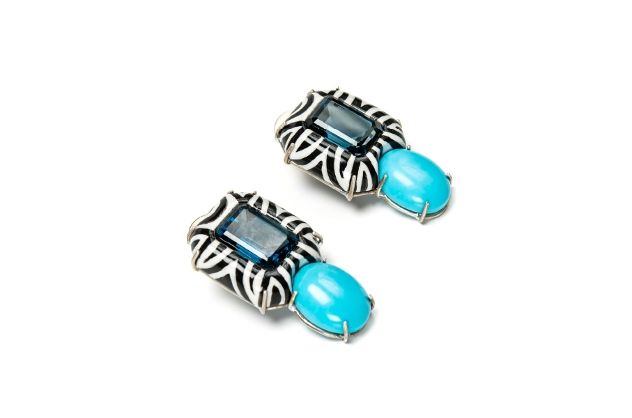 Contemporary jewelry: Earrings Agio. Materials: turquoise, blue topaz, papier-mâché, gold 18kt. Gian Luca Bartellone, Bodyfurnitures Italy. The artist is part of Italiano Plurale